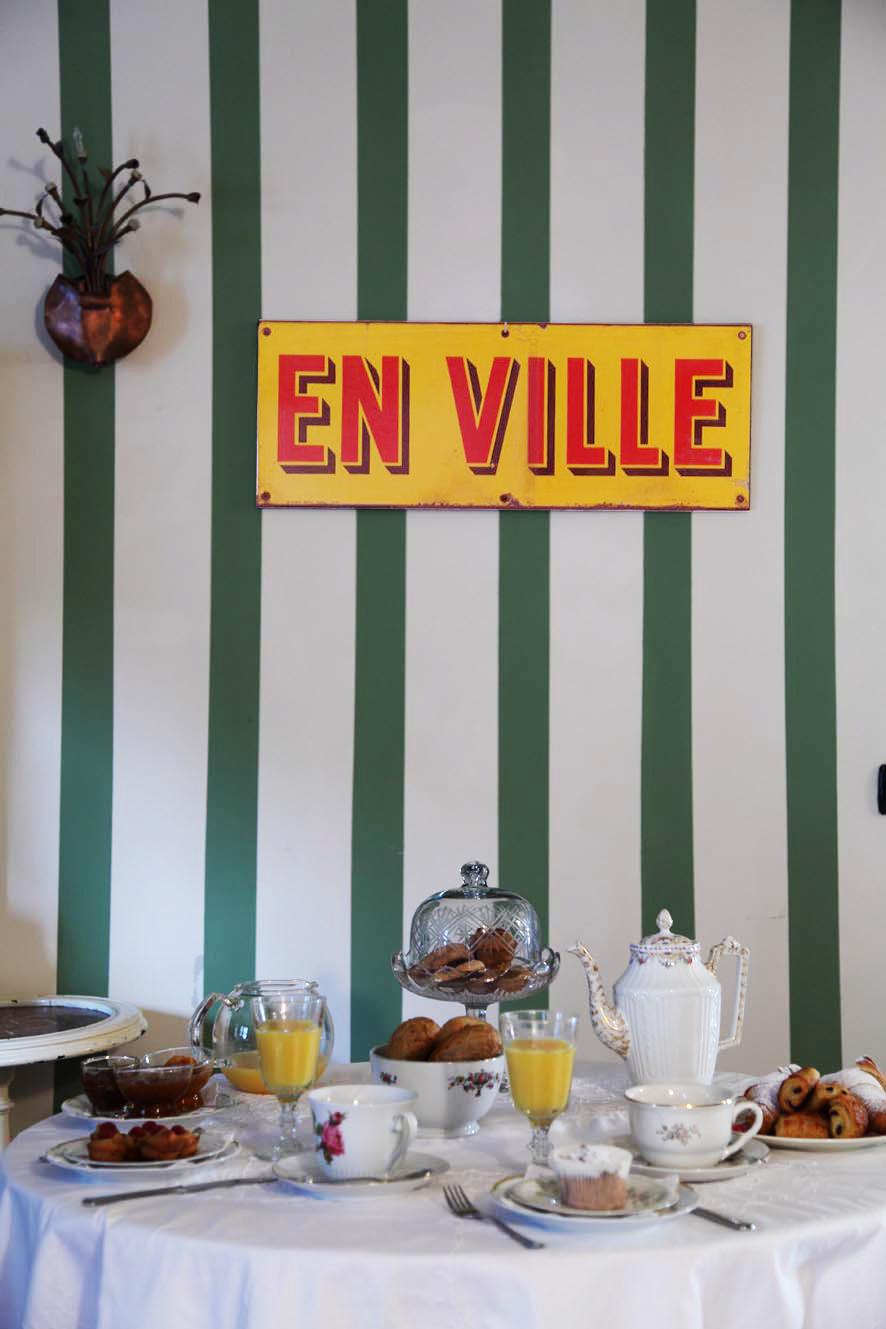 Frühstückstisch im B&B von Azzurra und Zena in Turin